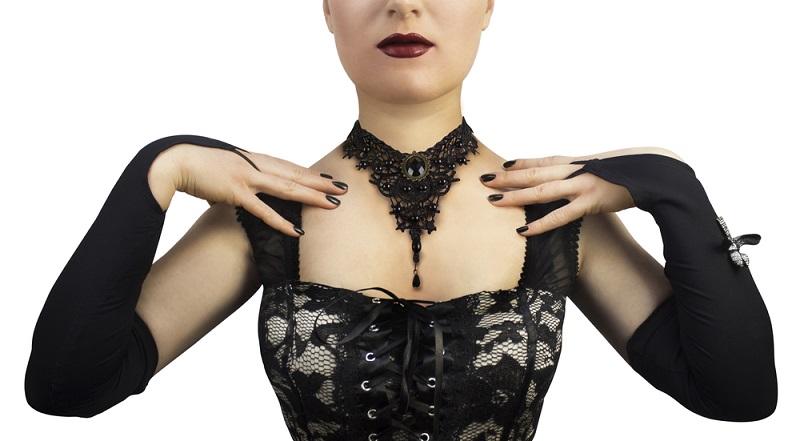 Gotischer Schmuck und seine Nuancen tauchen immer wieder im Trend auf — etwa gesponsert und in allerlei Kategorien. Er hat Geschichte und Tradition, die weit älter ist, als die davon inspirierte Gothic-Bewegung der Achtziger Jahre. Gothic und Gotik— was ist da der Unterschied?