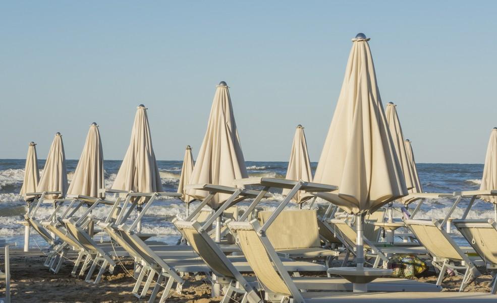 Der Strand von Milano Marittima wie entlang der  gesamten Emilia-Romagna ist bekannt für seinen feinen weißen Sand. Kinder spielen gerne in diesem Sand und plätschern dann in den Wellen der Adria. Eine Familienreise, wie sie sein soll. (#6)