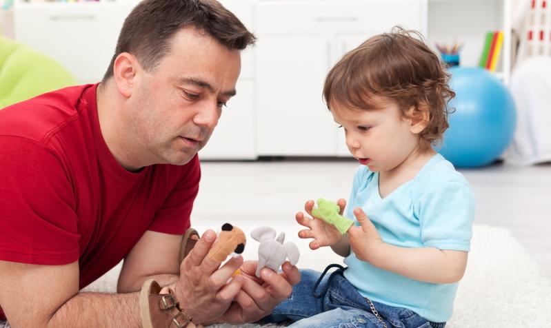 Das falsche Spielzeug kann den Spracherwerb der Kinder verzögern. (Foto: Shutterstock - Ilike)
