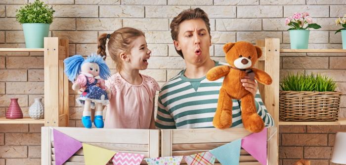 Puppenspiel mit Kindern: Wie Puppen die sprachliche, soziale und emotionale Entwicklung fördern (Foto: Shutterstock - Yuganov Konstantin)